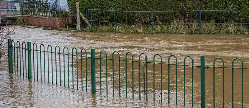 Cómo bombear agua de una inundación